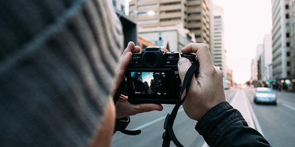 カメラの構え方と撮影方法の変化